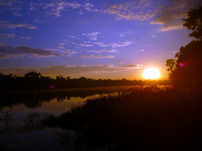 sunset-amazon-tambopata-tour-peru